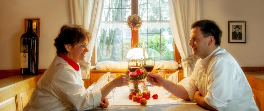Liebe Gäste wir sind vom 13.09.-27.09 im Urlaub. Am 11.09.und 12.09. findet bei uns das Kompanieschießen der Gebirgsschützen statt. Aufgrund der geltenden Corona Bestimmungen dürfen nur Schützen in unserem Restaurant Getränke und Speisen genießen.